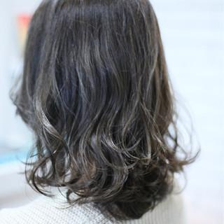 グラデーションカラー ハイライト アッシュ ガーリー ヘアスタイルや髪型の写真・画像
