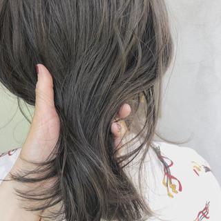 ミディアム アンニュイほつれヘア オフィス 大人かわいい ヘアスタイルや髪型の写真・画像