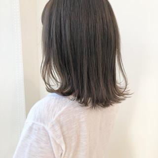 外ハネ セミロング シアーベージュ 透明感 ヘアスタイルや髪型の写真・画像