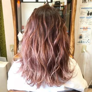 エレガント ハイトーン ベリーピンク ロング ヘアスタイルや髪型の写真・画像