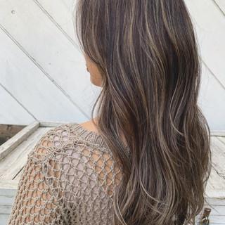 エレガント デート ロング アッシュ ヘアスタイルや髪型の写真・画像