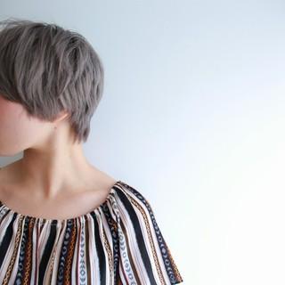 グレージュ ダブルカラー ショート ハイトーン ヘアスタイルや髪型の写真・画像