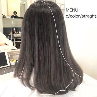 ミディアム ストレート 前髪 グレージュ ヘアスタイルや髪型の写真・画像