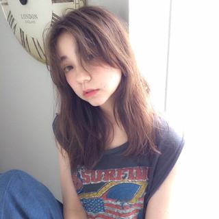 アッシュ ミルクティー ロング フリンジバング ヘアスタイルや髪型の写真・画像