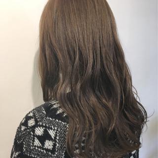 大人女子 波ウェーブ グレージュ ウェーブ ヘアスタイルや髪型の写真・画像