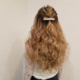 ねじり フェミニン ヘアアレンジ ハーフアップ ヘアスタイルや髪型の写真・画像