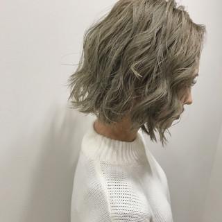 アッシュ ハイトーン ガーリー ボブ ヘアスタイルや髪型の写真・画像