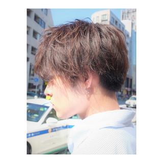 メンズスタイル メンズパーマ ナチュラル メンズマッシュ ヘアスタイルや髪型の写真・画像