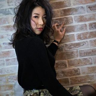 ナチュラル 外国人風 ハイライト 黒髪 ヘアスタイルや髪型の写真・画像