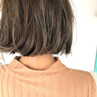 ナチュラル グレージュ 地毛風カラー 切りっぱなしボブ ヘアスタイルや髪型の写真・画像