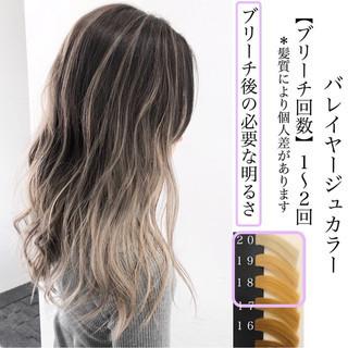グラデーションカラー ミディアム ミルクティーベージュ バレイヤージュ ヘアスタイルや髪型の写真・画像