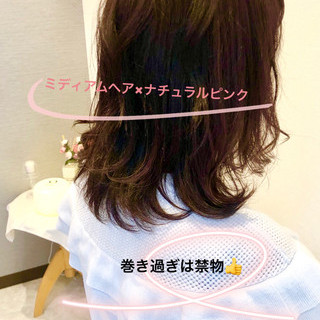 大人女子 ミディアム フェミニン ピンク ヘアスタイルや髪型の写真・画像