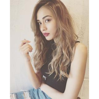 外国人風カラー ハイライト セミロング 前髪あり ヘアスタイルや髪型の写真・画像
