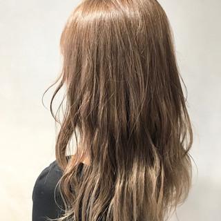 ヌーディベージュ ミルクティーベージュ ロング ナチュラル ヘアスタイルや髪型の写真・画像