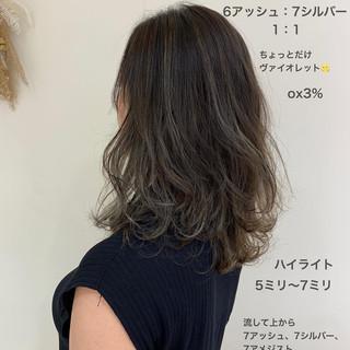 大人ハイライト ミディアム ゆる巻き ハイライト ヘアスタイルや髪型の写真・画像
