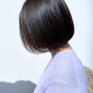 切りっぱなしボブ ナチュラル グレージュ インナーカラー ヘアスタイルや髪型の写真・画像