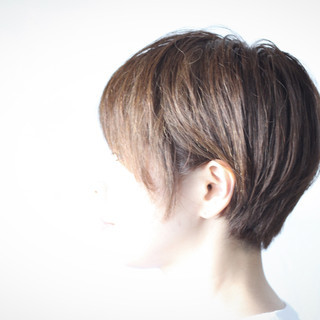 ショートボブ ナチュラル ハンサムショート 小顔ショート ヘアスタイルや髪型の写真・画像