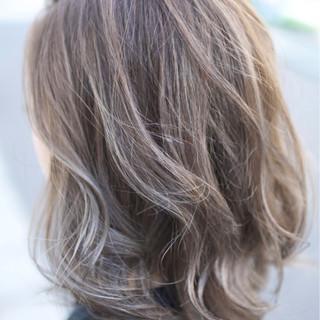 バレイヤージュ ガーリー グラデーションカラー ミディアム ヘアスタイルや髪型の写真・画像