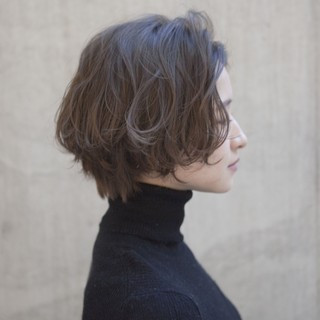 ショート 小顔 ミルクティーベージュ アッシュベージュ ヘアスタイルや髪型の写真・画像