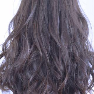 スモーキーカラー 抜け感 ストリート ロング ヘアスタイルや髪型の写真・画像