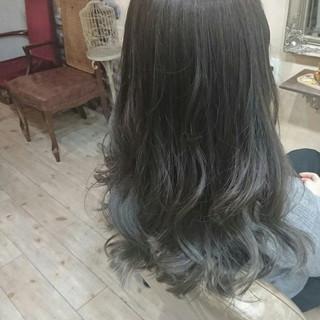 アッシュ アッシュグレー グラデーションカラー グレー ヘアスタイルや髪型の写真・画像