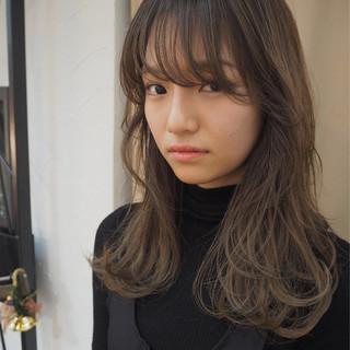 リラックス デート ロング 3Dカラー ヘアスタイルや髪型の写真・画像