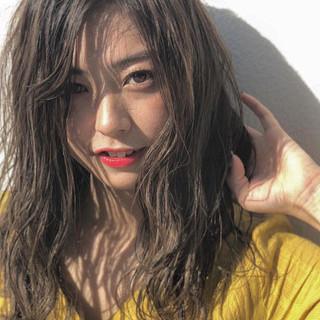波巻き フェミニン 外国人風カラー 大人ハイライト ヘアスタイルや髪型の写真・画像 ヘアスタイルや髪型の写真・画像