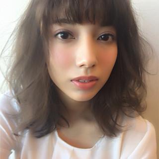 レイヤーカット 前髪あり ナチュラル フェミニン ヘアスタイルや髪型の写真・画像