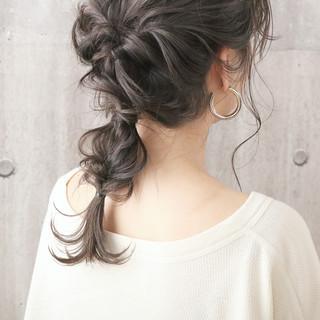 簡単ヘアアレンジ ミルクティーグレージュ デート ロング ヘアスタイルや髪型の写真・画像