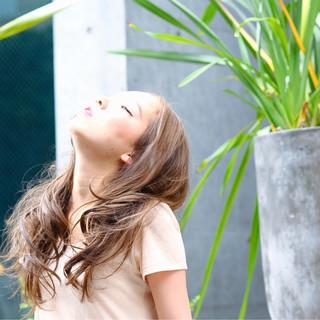 ハイライト グレージュ ロング 外国人風 ヘアスタイルや髪型の写真・画像