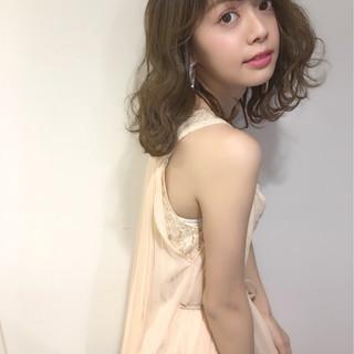 ミディアム ガーリー 外国人風 パーマ ヘアスタイルや髪型の写真・画像