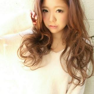 ブラウンベージュ かき上げ前髪 前髪あり ストリート ヘアスタイルや髪型の写真・画像