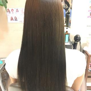 グレージュ ロング ナチュラル ストレート ヘアスタイルや髪型の写真・画像
