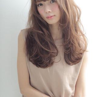 ブラウン 外国人風 ナチュラル ロング ヘアスタイルや髪型の写真・画像 ヘアスタイルや髪型の写真・画像