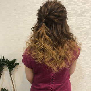 セミロング ルーズ ハーフアップ ガーリー ヘアスタイルや髪型の写真・画像