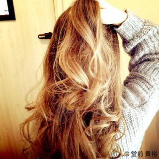 巻き髪 外国人風カラー ガーリー アッシュグラデーション ヘアスタイルや髪型の写真・画像