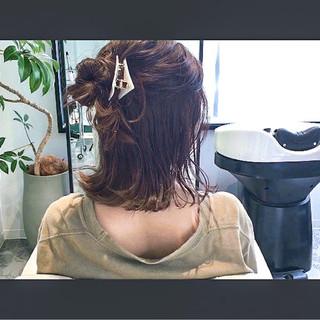 ミディアム セルフヘアアレンジ アウトドア 簡単ヘアアレンジ ヘアスタイルや髪型の写真・画像