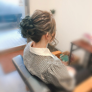 お団子 ミディアム ヘアセット ねじり ヘアスタイルや髪型の写真・画像