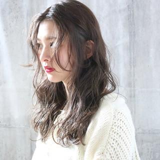 大人かわいい ミルクティーグレージュ 外国人風カラー パーマ ヘアスタイルや髪型の写真・画像