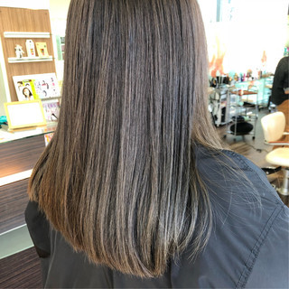 ブラウンベージュ 色気 艶髪 ミルクティーベージュ ヘアスタイルや髪型の写真・画像
