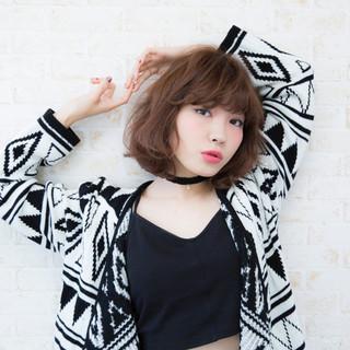外国人風 アッシュグレージュ アッシュ ニット ヘアスタイルや髪型の写真・画像