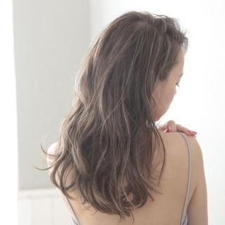 簡単スタイリング ロング アンニュイほつれヘア ナチュラル ヘアスタイルや髪型の写真・画像