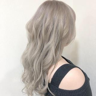 ロング ブロンドカラー エレガント ハイライト ヘアスタイルや髪型の写真・画像