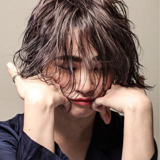 モード 艶髪 抜け感 ウェットヘア ヘアスタイルや髪型の写真・画像 ヘアスタイルや髪型の写真・画像