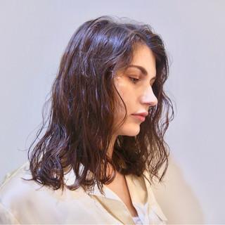 パーマ くせ毛風 ナチュラル アンニュイ ヘアスタイルや髪型の写真・画像