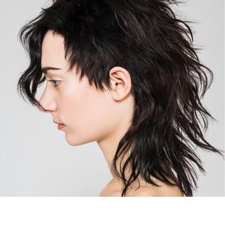 くせ毛風 モード ミディアム 黒髪 ヘアスタイルや髪型の写真・画像