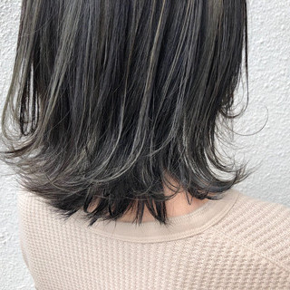 ナチュラル可愛い ナチュラル ミディアム ホワイトハイライト ヘアスタイルや髪型の写真・画像