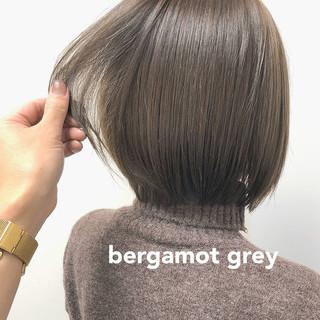 ナチュラル オリーブグレージュ ショートヘア オリーブ ヘアスタイルや髪型の写真・画像