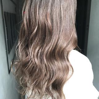 秋 アッシュベージュ ミルクティーベージュ ロング ヘアスタイルや髪型の写真・画像