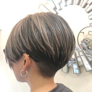グレージュ ハイライト ショート バレイヤージュ ヘアスタイルや髪型の写真・画像 ヘアスタイルや髪型の写真・画像
